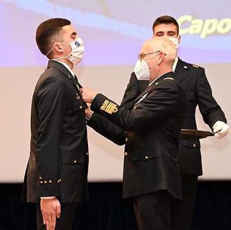 35 Allievi Ufficiali Piloti del 1° anno del corso Borea VI ricevono l'Aquila di Pilota d'Aeroplano.