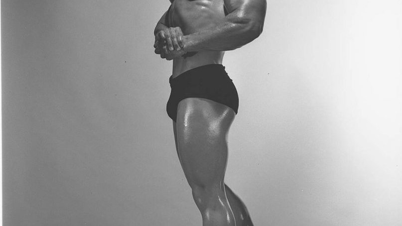 Autographed Marvin Eder Photo Full Side Chest Pose