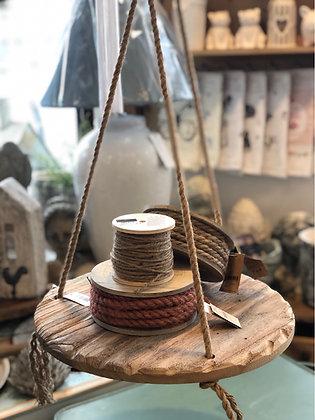 Hänger aus Holz mit Schnur