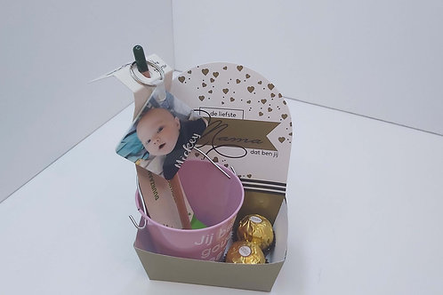Doosje met bloempotje + bloeipotlood + sleutelhanger +praline