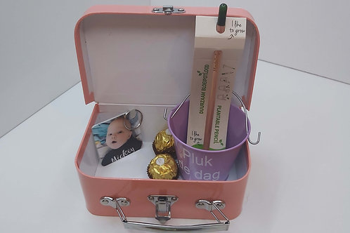 Koffertje met bloempotje + bloeipotlood + sleutelhanger + praline