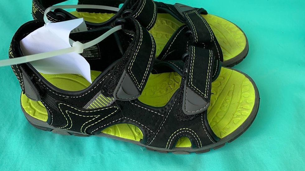 Big kid Size 3, khombu sandals green black