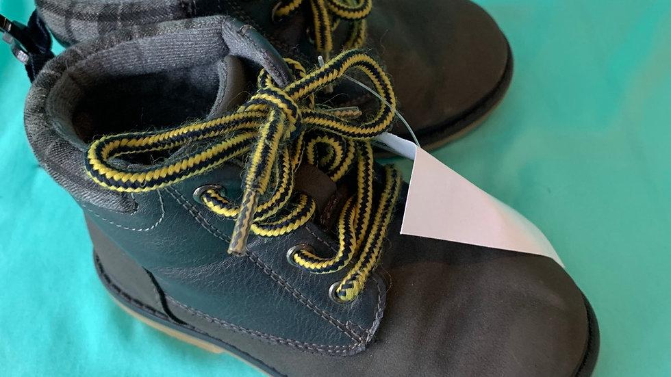 Little kid size 8, Oshkosh gray boots
