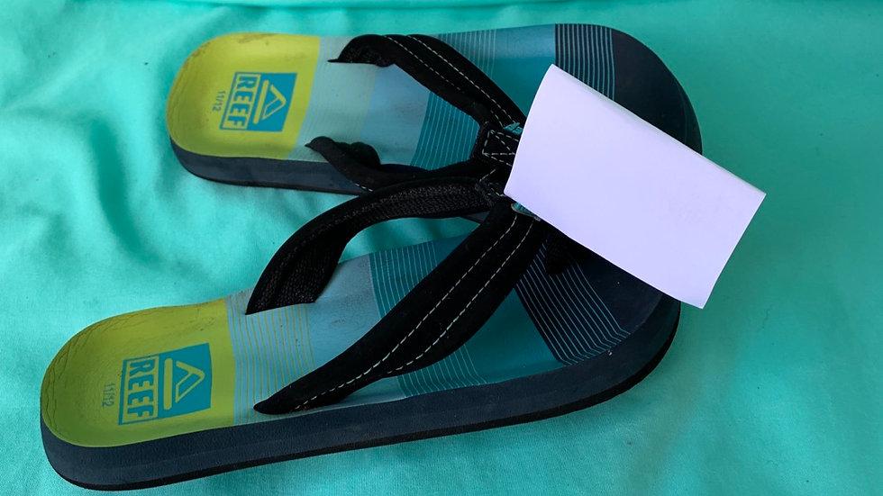 Little kid size 11/12, reef flip-flops