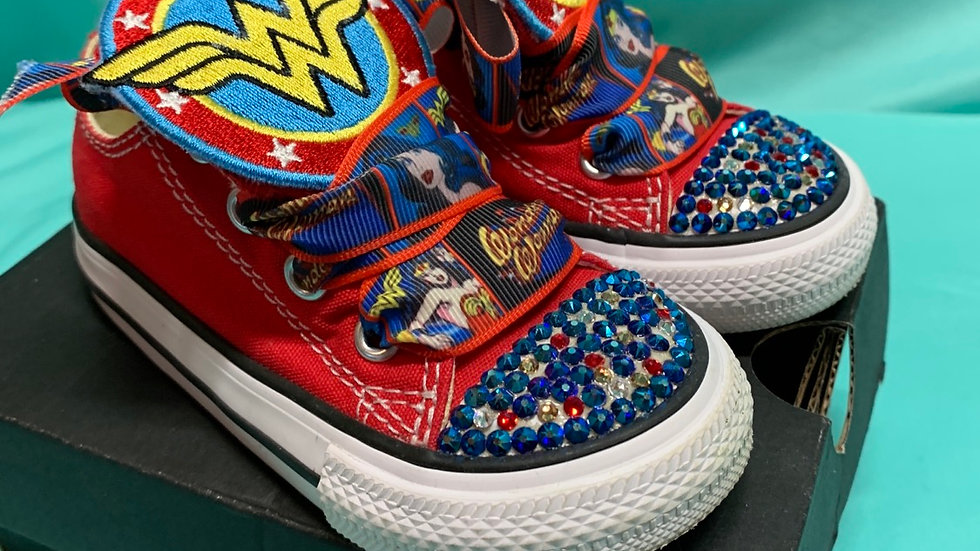 Little kid size 6, converse red wonder woman with