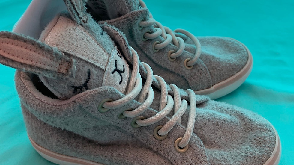 Little kid size 8, old navy gray bunny high top