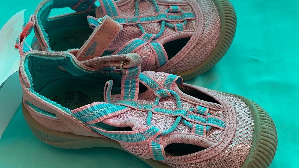 Little kid size 8, Oshkosh pink sandals