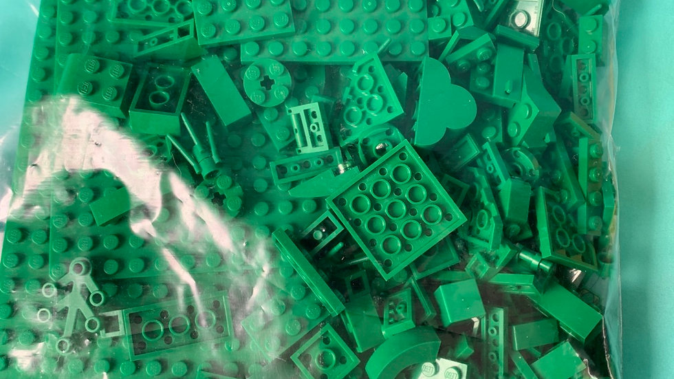 Green Lego bases with few pieces