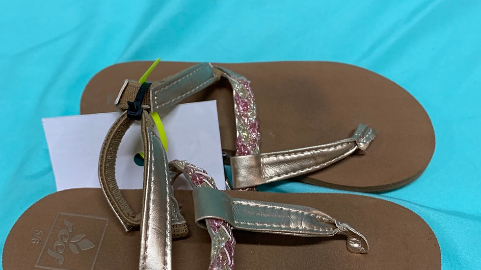 Little kid size 5, referred pink glitter sandals