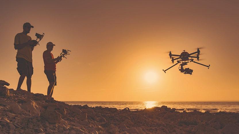 Drohnen%20fliegen_edited.jpg