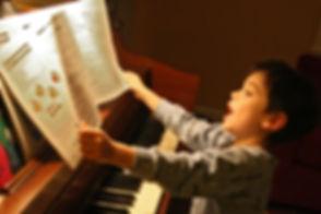 PianoSinging-565d03775f9b5835e48137d0.jp