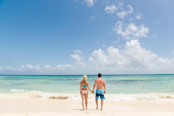 Winnipeg-Engagement-Beach-Mexico-Cynthia