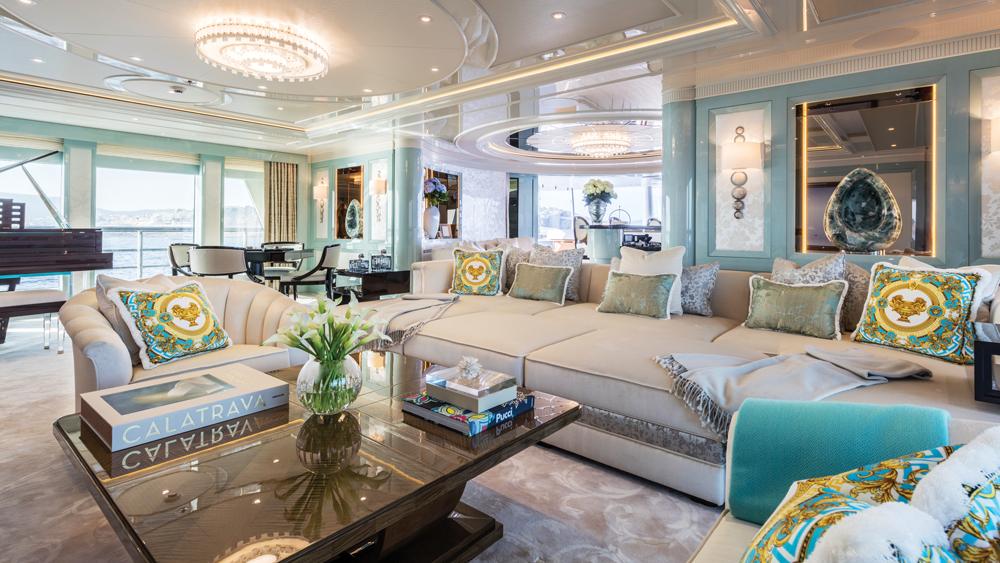plvs-vltra-yacht-lounge