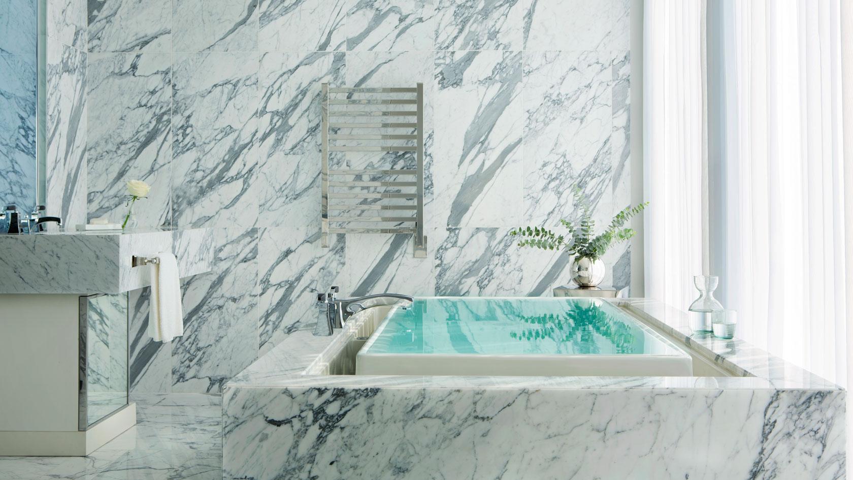 tlchi-rooms-infinity-suite-master-bathroom-1680-945