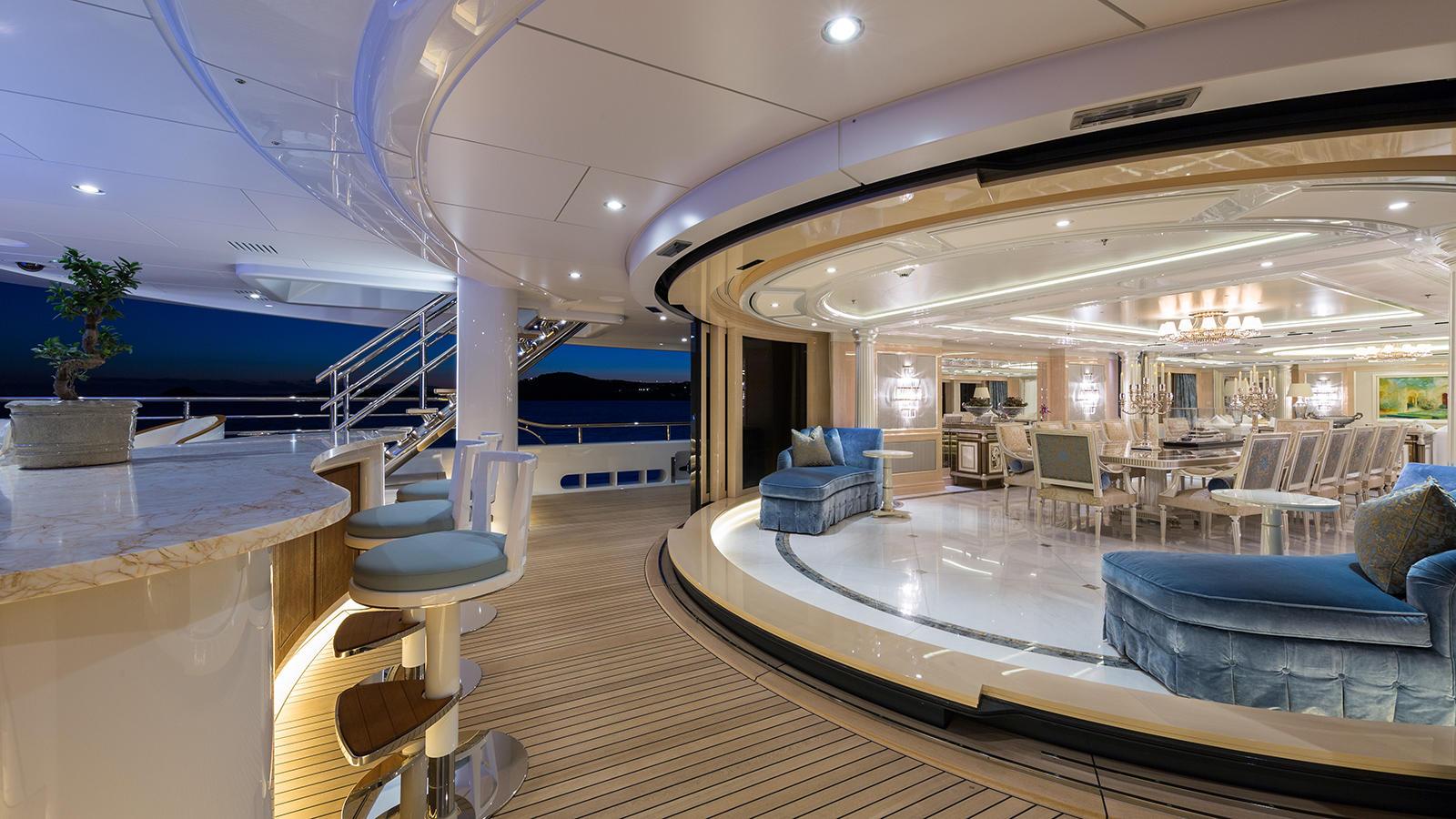 dxVRlTOS6q1bDWSAgAhA_Plvs-Vltra-Amels-LE242-yacht-dining-area-credit-Jeff-Brown-1600x900