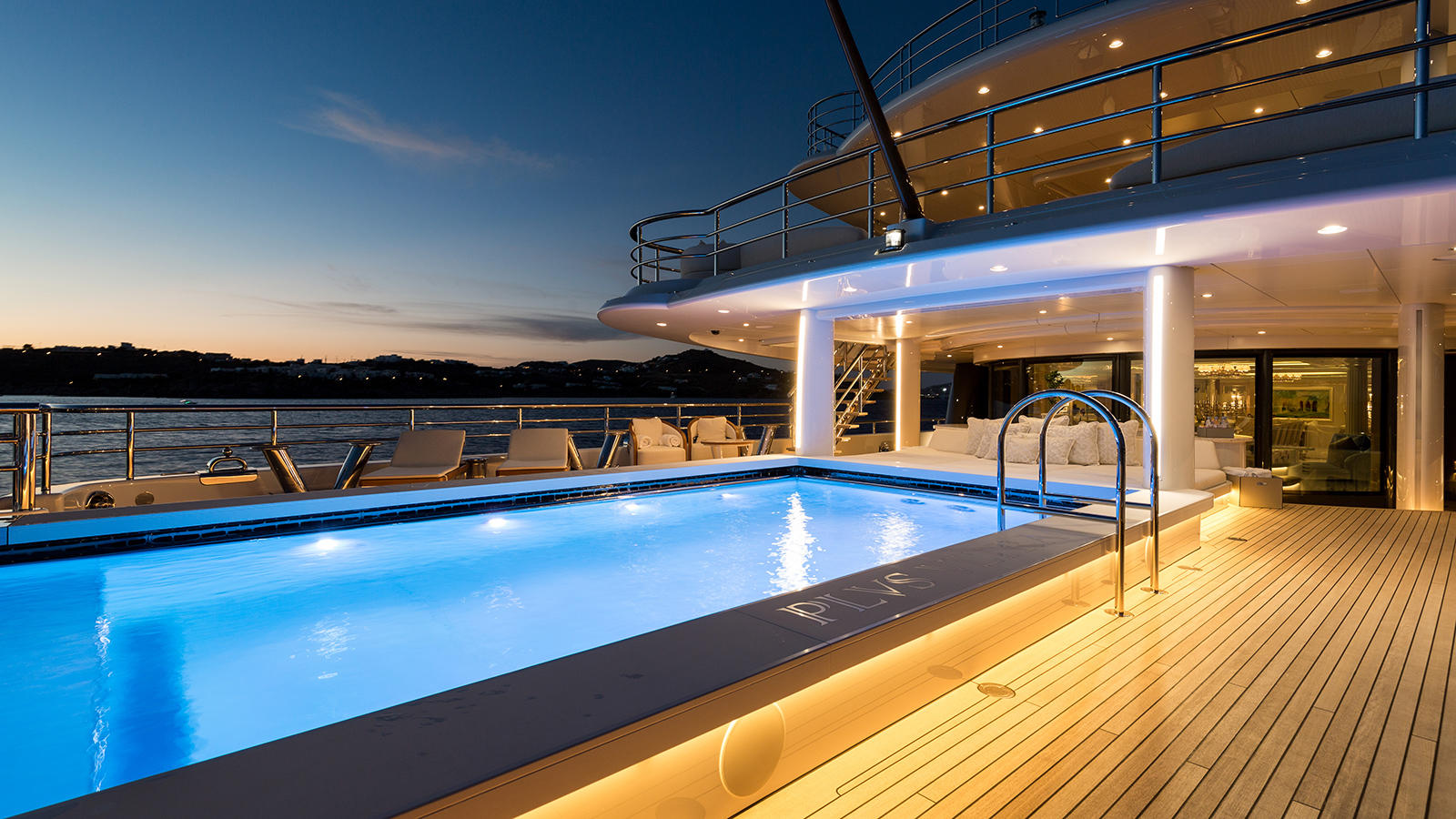 xILXMpQpR6ifH5NPF8Xn_Plvs-Vltra-Amels-LE242-yacht-pool-credit-Jeff-Brown-1920x1080