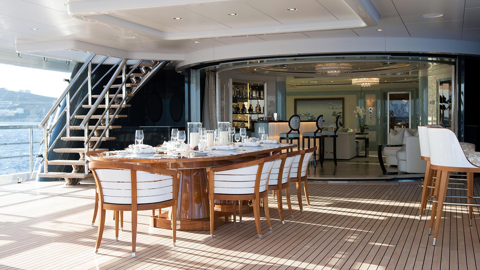 3Q9pSSHLQzy9nXVROguA_Plvs-Vltra-Amels-LE242-yacht-owners-deck-credit-Jeff-Brown-1600x900