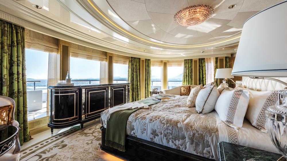 plvs-vltra-yacht-bedroom
