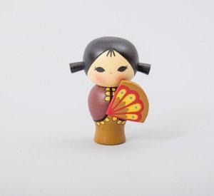בובה יפנית עם מניפה חנות JAVA