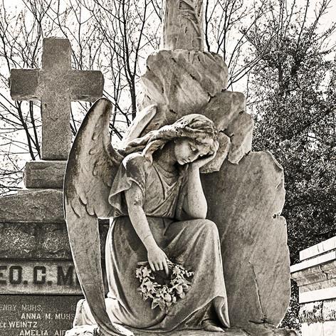 Mattingly Grave, Half Kneeling Angel