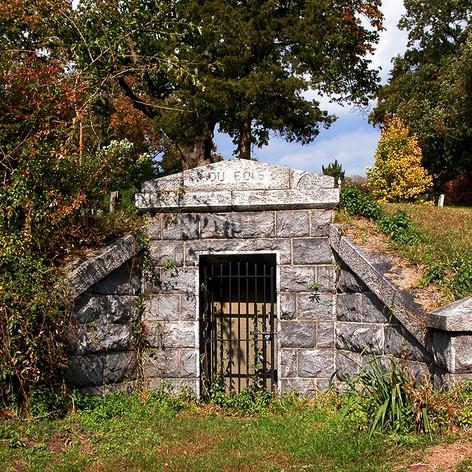 Mausoleum in Hill