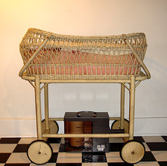 Infant Viewing Crib