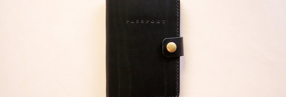 The Passport. Black Chromexcel