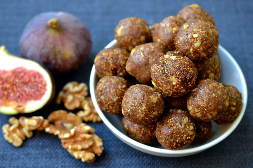 fig energy bites are a healthy and fast way to eat dried figs