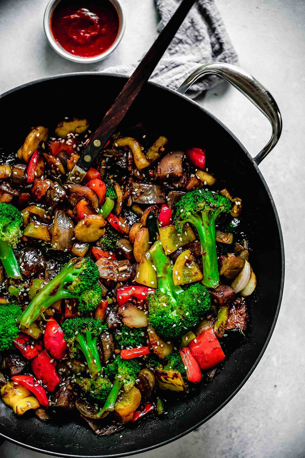 ginger vegetable stir fry makes a quick and gut healthy dinner during busy weeknights