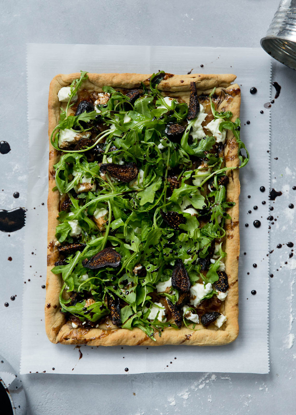 fig and goat cheese flatbread pizza