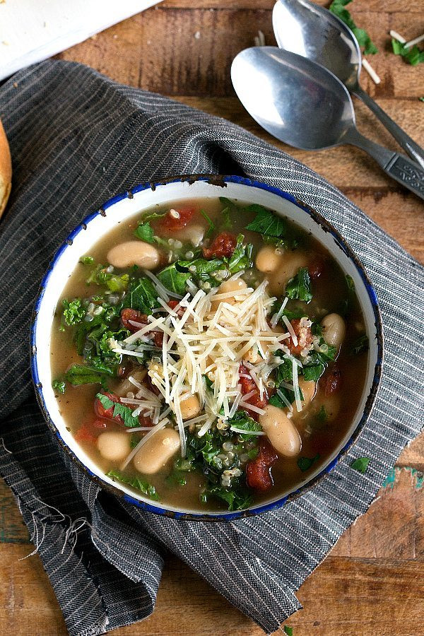 slow cooker quinoa white bean kale soup