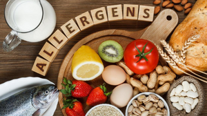 food allergy picture showing fish, peanuts, strawberries, bread and eggs