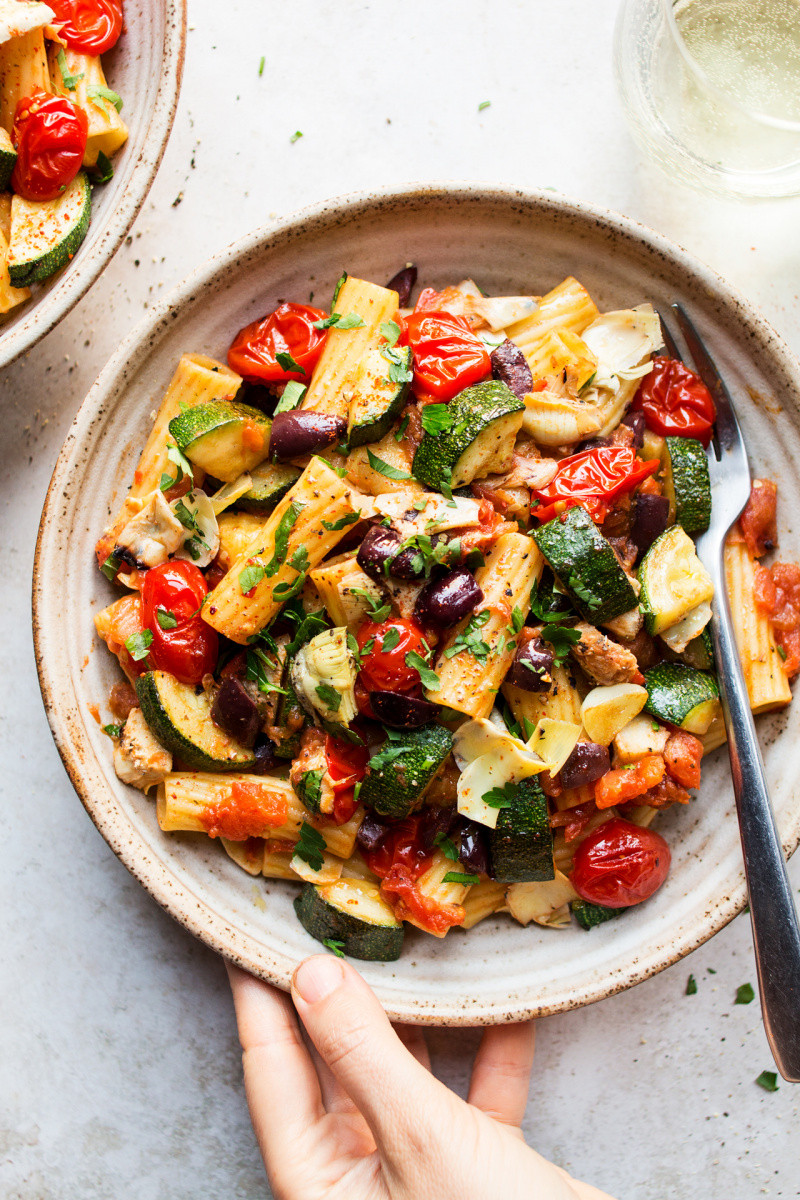 vegan summer pasta uses fresh vegetables that are readily available in the summer