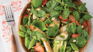 picture of spinach salad with sage crusted chicken