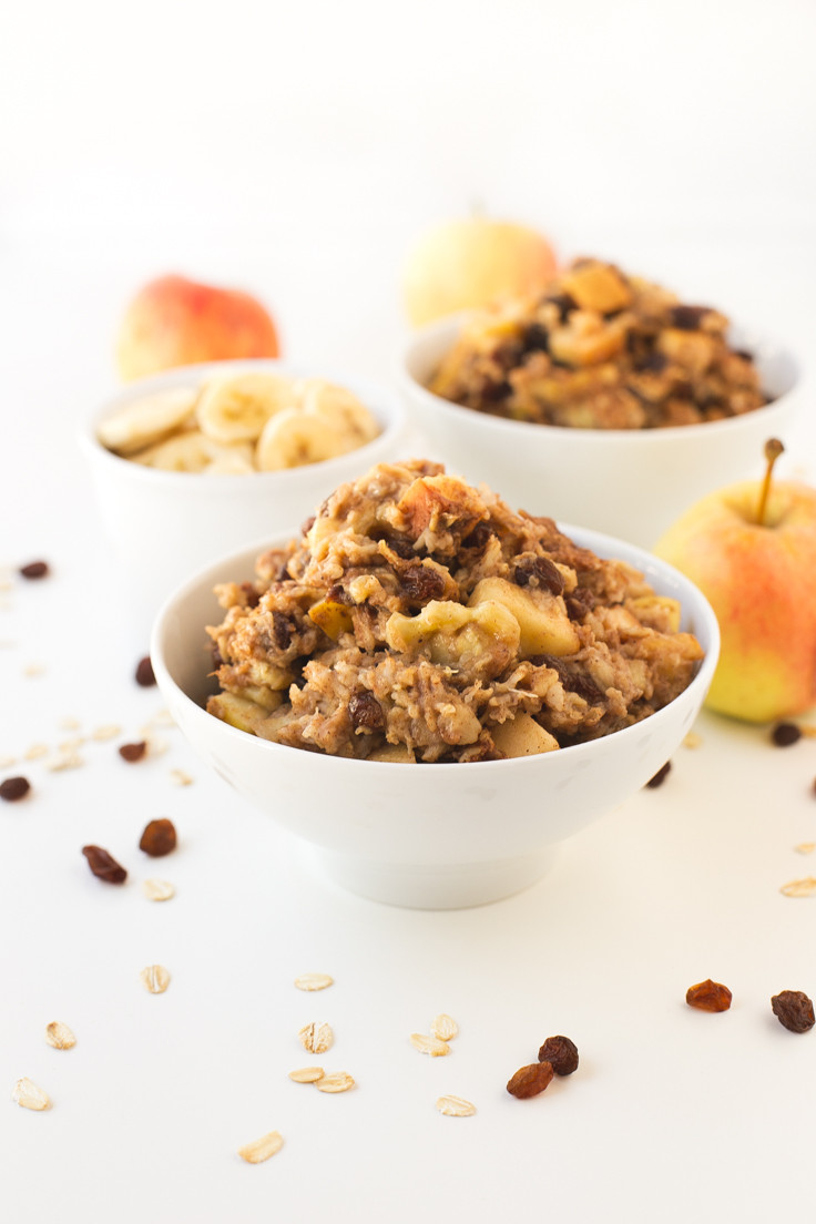 baked oatmeal in a bowl with apples