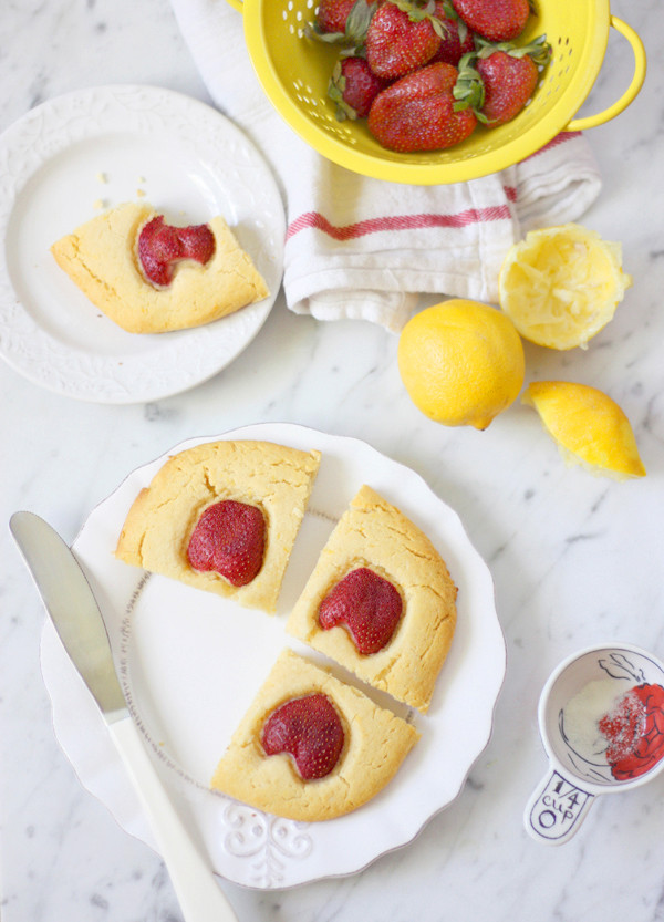 lemon breakfast cake made with collagen to support a healthy gut