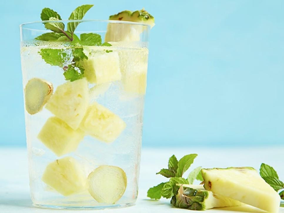 pineapple water to make water flavored naturally