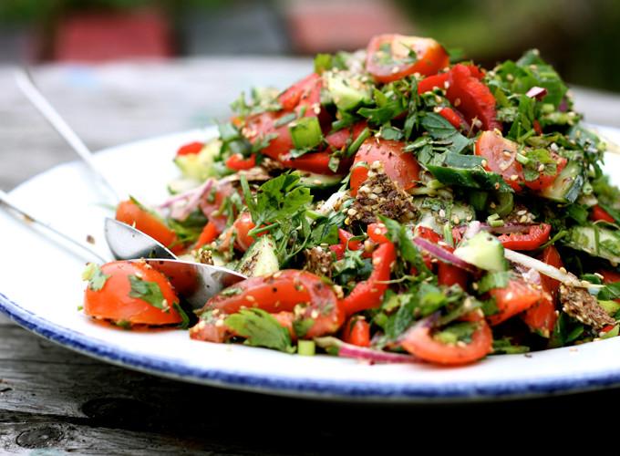 fattoush salad with lemony spices
