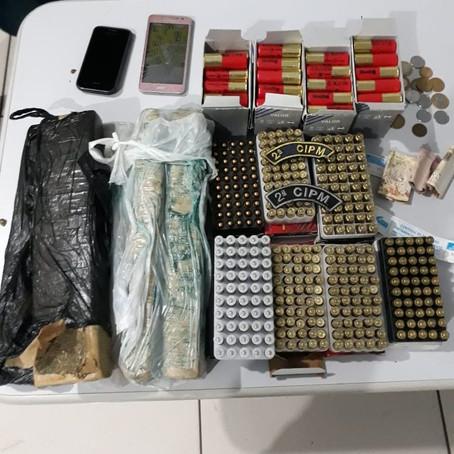 Polícia Militar prende mulher por tráfico de drogas e tráfico internacional de arma de fogo