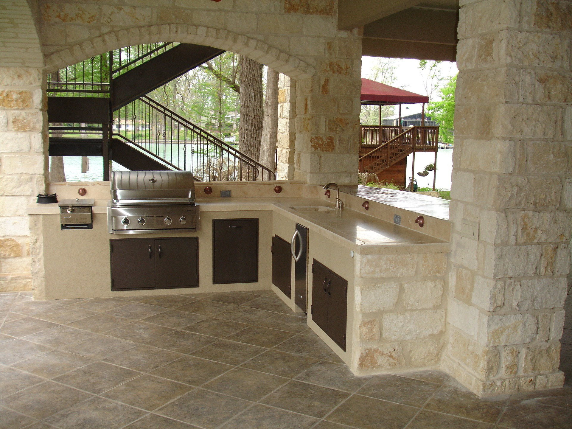 outdoor-kitchen-1537768_1920