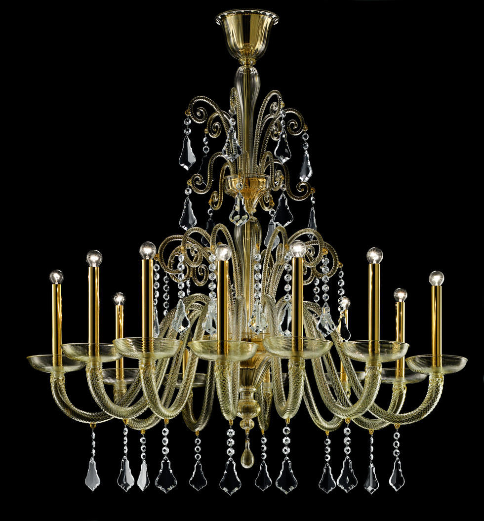 Sinuous forms, pendants in transparent crystal and arms in twisted crystal: an ideal combination to embellish the brilliance and substance of the glass. In the gold colour, the glass is full of thousand gilded specks that make the chandelier even brighter; the lamp holders and the fixture are also gilded while in all the other colours they are in polished chrome. There are four models available, with 8, 12, 18 and 24 lights, and a 2-light wall sconce. Designer Barovier & Toso Year 2005