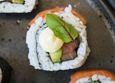 Sashimi Salmon & Avocado Inside Out Sushi Roll (8 pieces)