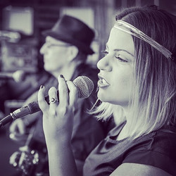 In action 🎶⭐️ #ambienceofcarolina #music #singer #duo #easylistening #love #ambience #vocalist #fol