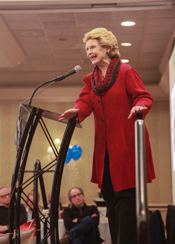 2011_stabenow_dynamic_at_podium_IMG_9671