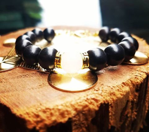 10mm Ebony with gold/white Jade focal bead bracelet