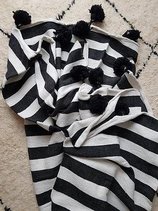 Black&White pompom blanket