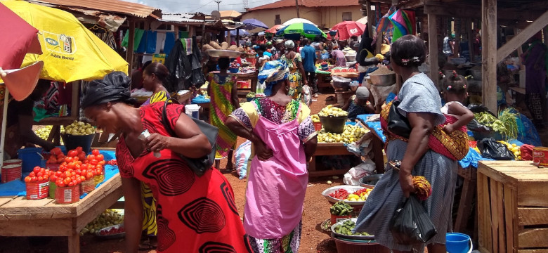 Weekly market at Sefwi Bekwai (near Humjibre)
