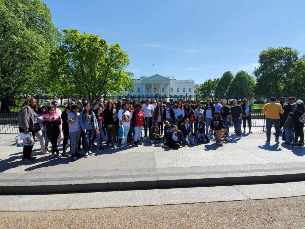 Group of HSLEAPS students standing in front of the White House.