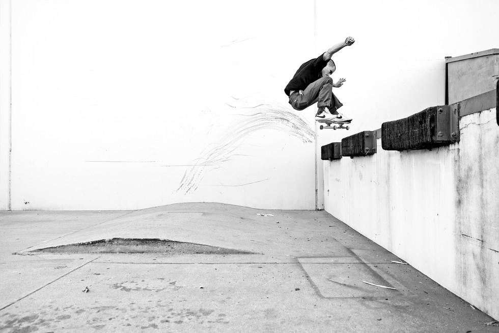 Mason Silva_Frontside 180 up_PHOTO_Antho