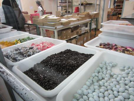 A Day in a Candy Factory/Une journée à une bonbonnerie